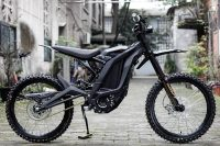 surron_black_x_series_with_optional_rear_hugger_and_chain_guard_3_900x